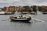 BROOKLYN, NY - OCTOBER 30: Sunken boat in the Sheapsheadbay channel due to impact from Hurricane Sandy in Brooklyn, New York, U.S., on Tuesday, October 30, 2012. — Stock Photo