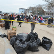 QUEENS, NY - NOVEMBER 11: getting help with hot food, clothes and supplies in the Rockaway beach area after impact from Hurricane Sandy in Queens, New York, U.S., on November 11, 2012. — Foto Stock