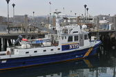 BROOKLYN, NY - NOVEMBER 11: NYPD helps elevating of sunked boat in the Sheepshead bay channel due to impact from Hurricane Sandy in Brooklyn, New York, U.S., on November 11, 2012. — Stock Photo