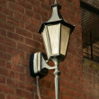 Street light on brick wall - Zdjęcie stockowe