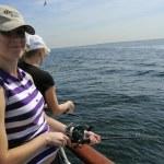 jeune pêche sur yacht — Photo
