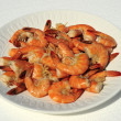 Cooked large shrimp on white plate - 图库照片