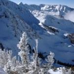 vue spectaculaire sur les montagnes de snowbird station de ski dans l'utah, usa — Photo