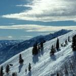 auf der Oberseite der Welt - Himmel und Schnee. Snowbasin Berg, utah — Stockfoto