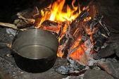 Cooking at night over campfire — Stock Photo