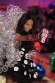 NEW YORK - NOVEMBER 10: Victoria's Secret Fashion Show model walks the runway during the 2010 Victoria's Secret Fashion Show — Stock Photo
