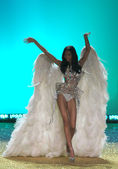 NEW YORK - NOVEMBER 10: Victoria's Secret Fashion Show model walks the runway during the 2010 Victoria's Secret Fashion Show — 图库照片
