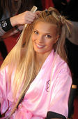 NEW YORK - NOVEMBER 10: Victoria's Secret model Katsia Damankova getting ready backstage during the 2010 Victoria's Secret Fashion Show — Stock Photo