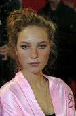 NEW YORK - NOVEMBER 10: Victoria's Secret model Heloise Guerin getting ready backstage during the 2010 Victoria's Secret Fashion Show — Stock Photo