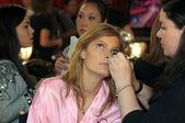 NEW YORK - NOVEMBER 10: Victoria's Secret model Constance Jablonski getting ready backstage during the 2010 Victoria's Secret Fashion Show — Stock Photo