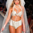 Model Kate Upton walks runway at the Beach Bunny Swimsuit Collection — Stock Photo