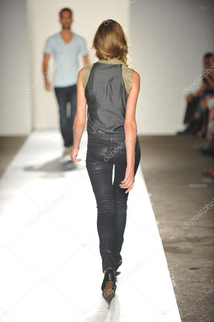 NEW YORK, NY - SEPTEMBER 05: A model walks the runway at the DL 1961 Premium Denim spring 2013 fashion show during Mercedes-Benz Fashion Week at Pier 57 on September 5, 2012 in New York City. — Stock Photo #19354619