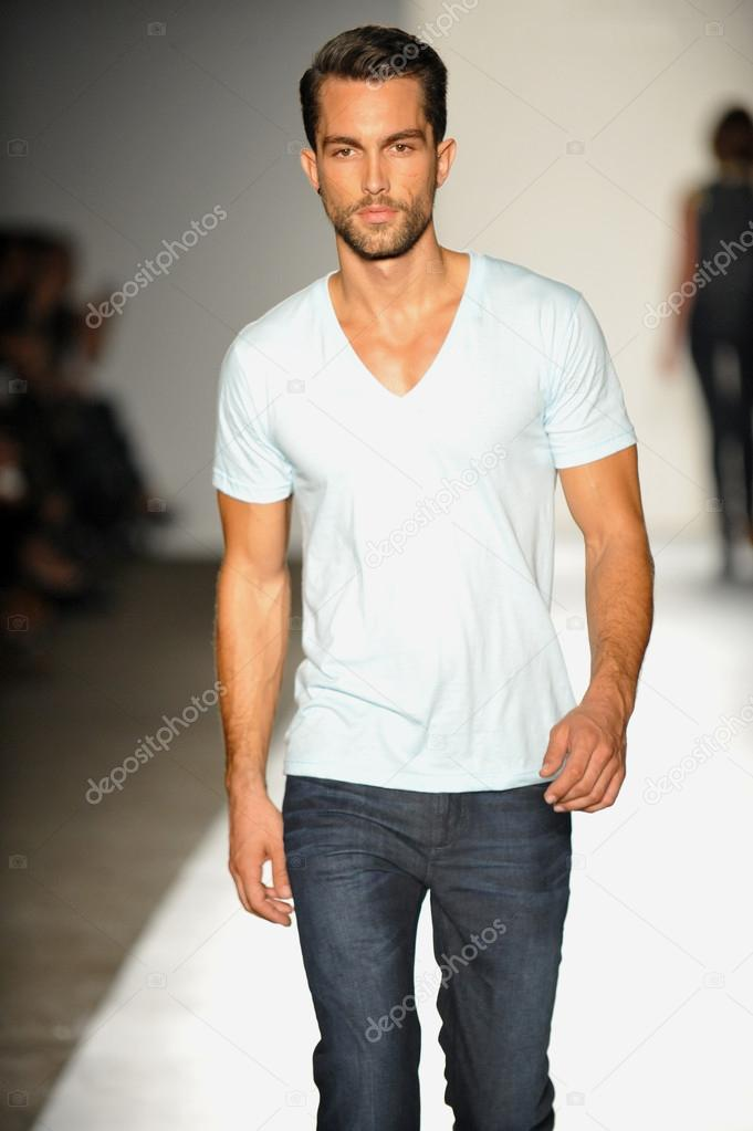 NEW YORK, NY - SEPTEMBER 05: A model walks the runway at the DL 1961 Premium Denim spring 2013 fashion show during Mercedes-Benz Fashion Week at Pier 57 on September 5, 2012 in New York City. — Stock Photo #19354653