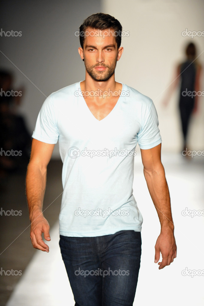 NEW YORK, NY - SEPTEMBER 05: A model walks the runway at the DL 1961 Premium Denim spring 2013 fashion show during Mercedes-Benz Fashion Week at Pier 57 on September 5, 2012 in New York City. — Stock Photo #19354655