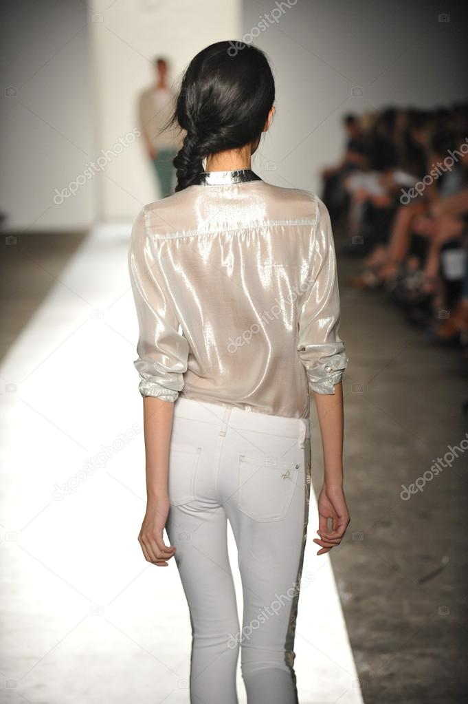 NEW YORK, NY - SEPTEMBER 05: A model walks the runway at the DL 1961 Premium Denim spring 2013 fashion show during Mercedes-Benz Fashion Week at Pier 57 on September 5, 2012 in New York City. — Stock Photo #19354681