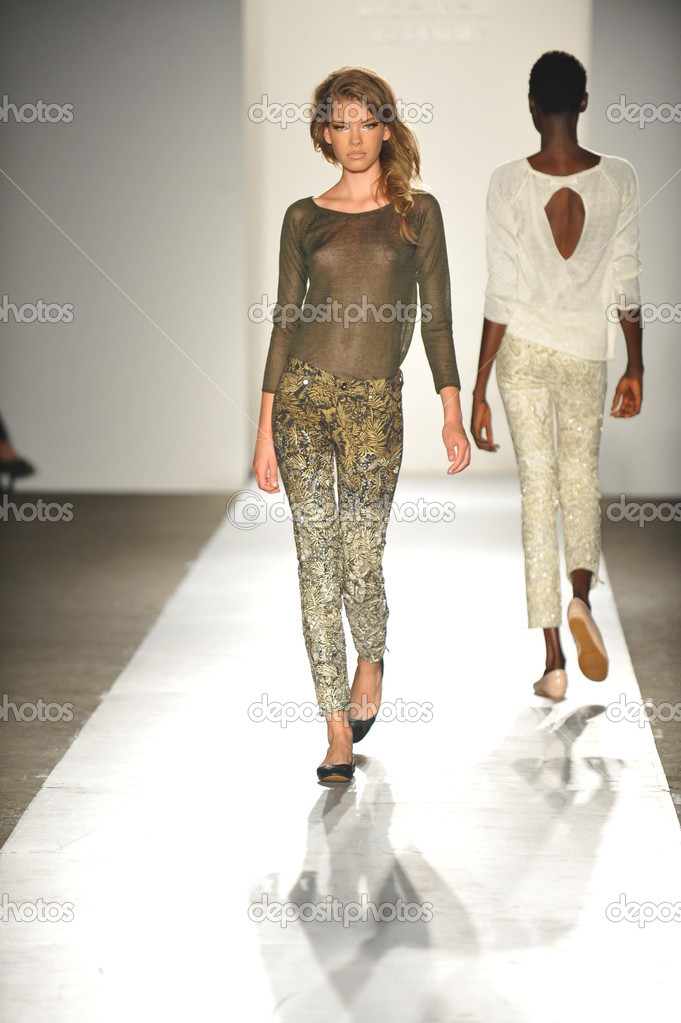 NEW YORK, NY - SEPTEMBER 05: A model walks the runway at the DL 1961 Premium Denim spring 2013 fashion show during Mercedes-Benz Fashion Week at Pier 57 on September 5, 2012 in New York City. — Stock Photo #19354711