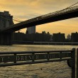 New York City evening skyline with Brooklyn Bridge over Hudson River - Stockfoto