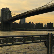 New York City evening skyline with Brooklyn Bridge over Hudson River — Foto de Stock