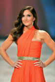 NEW YORK, NY - FEBRUARY 06: Minka Kelly wearing Oscar de la Renta walks the runway at The Heart Truth's Red Dress Collection during Fall 2013 Mercedes-Benz Fashion Week on February 6, 2013, NYC. — Stock Photo