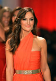 NEW YORK, NY - FEBRUARY 06: Minka Kelly wearing Oscar de la Renta walks the runway at The Heart Truth's Red Dress Collection during Fall 2013 Mercedes-Benz Fashion Week at on February 6, 2013, NYC. — Stock Photo