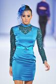 Los angeles - 13 marca: model idzie na pas startowy na popiół haute couture jesień zima 2013 pokaz mody podczas tygodnia mody w stylu na vibiana katedrze w dniu 13 marca 2013 roku, los angeles, ca — Zdjęcie stockowe