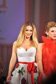 Los angeles - 14 de marzo: las celebridades caminar por la pista de aterrizaje en rojo va en apoyo de la asociación americana del ciervo durante la semana de la moda de estilo en la catedral vibiana el 14 de marzo 2013 en los angeles, ca — Foto de Stock