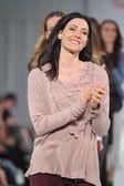 Los angeles - 12 marzo: modello camminando con pista di xcvi durante la settimana della moda stile cattedrale vibiana su 12 marzo 2013 a los angeles, ca — Foto Stock