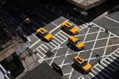 Sarı taksiler lexington avenue, yukarı doğu yakası manhattan şehir merkezine gidiş new york ny — Stok fotoğraf