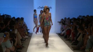 MIAMI - JULY 20: Models walk the runway finale at the Dolores Cortez Collection for Spring Summer 2013 — Stock Video