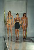 Designer Erin Thomas walks the runway at the Toxic Sadie Collection by Erin Thomas — Stock Photo