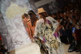 Models walks runway finale at the Agua Bendita Collection for Spring - Summer 2014 — Stock Photo
