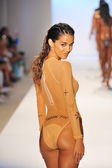 A model walks the runway at the Minimale Animale — Stock Photo