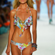 A model is walking the runway at Luli Fama for 2014 collection — Stock Photo