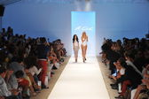 Deisgner A.Che with a model on the runway during Mercedes-Benz Fashion Week — Stock Photo