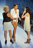 Designer Paola Robba (L) walks the runway at the Poko Pano show — Stock Photo