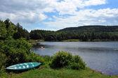 Vista a la montaña lago upstate ny en el tiempo de verano — Foto de Stock