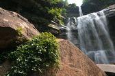 Vattenfall vid catskils bergen upstate ny på sommaren — Stockfoto