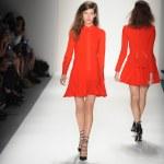 A model walks the runway at the Marissa Webb Spring 2014 fashion show — Stock Photo