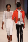 Models walk the Tracy Reese runway — Stock Photo