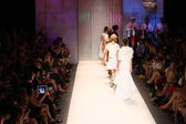 Models walk runway finale at Tracy Reese show — Stock Photo