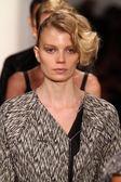 Models walk at Alexandre Herchcovitch show — Stock Photo