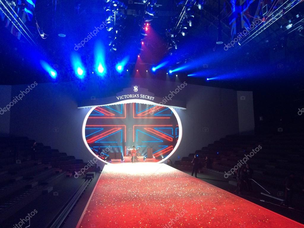 Stage runway victoria 39 s secret fashion show stock for Runway stages