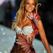 Erin Heatherton — Stock Photo