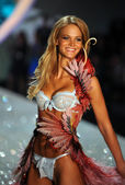 Erin Heatherton — Photo
