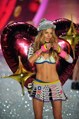 Ieva Laguna at Victoria's Secret Fashion Show — Stock Photo