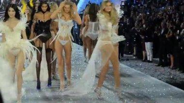 Victoria's Secret Fashion Show — Stock Video