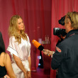 Toni Garrn giving away interviews — Foto Stock