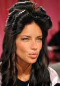 Adriana Lima backstage — Stock Photo