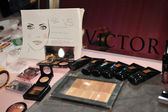 Make-up kits and insructions backstage — Stock Photo