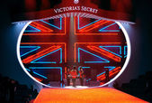 British military drummers at Victoria's Secret — Stock Photo